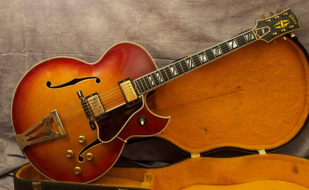 В Нью Йорке на аукционе продадут более 300 гитар знаменитостей