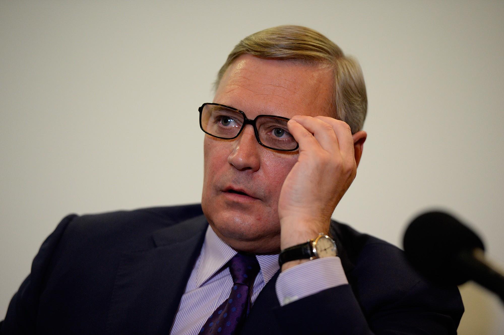 Касьянов испугался «неудобных» вопросов инашесть часов заперся вгардеробе