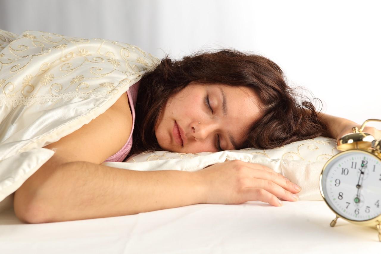 Сон под тяжелым одеялом полезнее— ученые