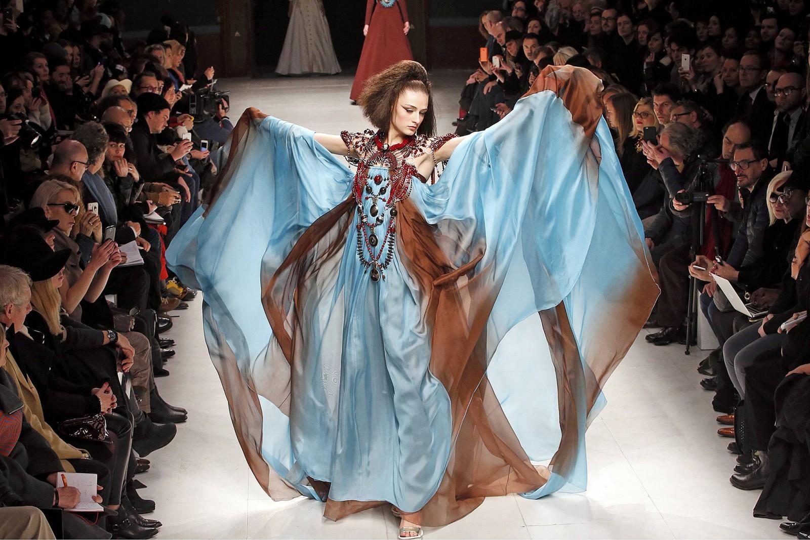 Показ мод женщин 16