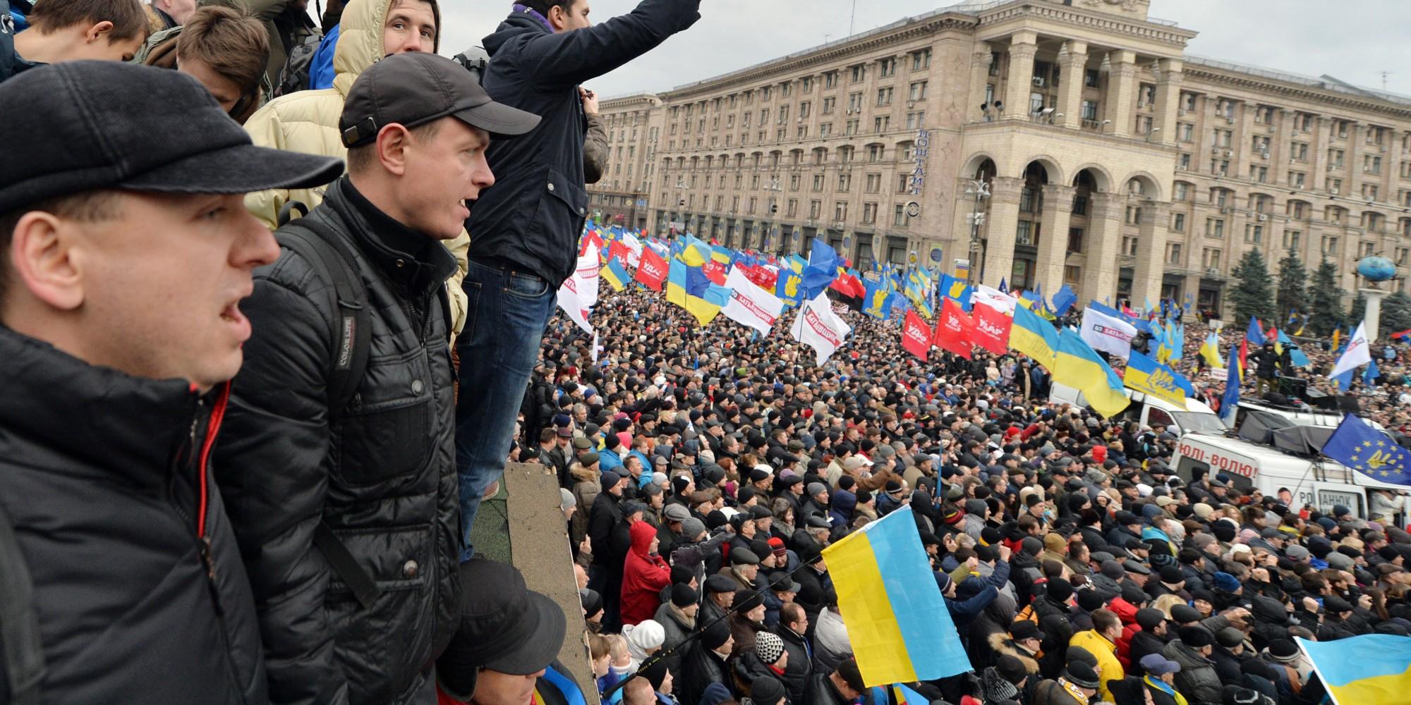 ВКиеве наМайдане установили большую армейскую палатку