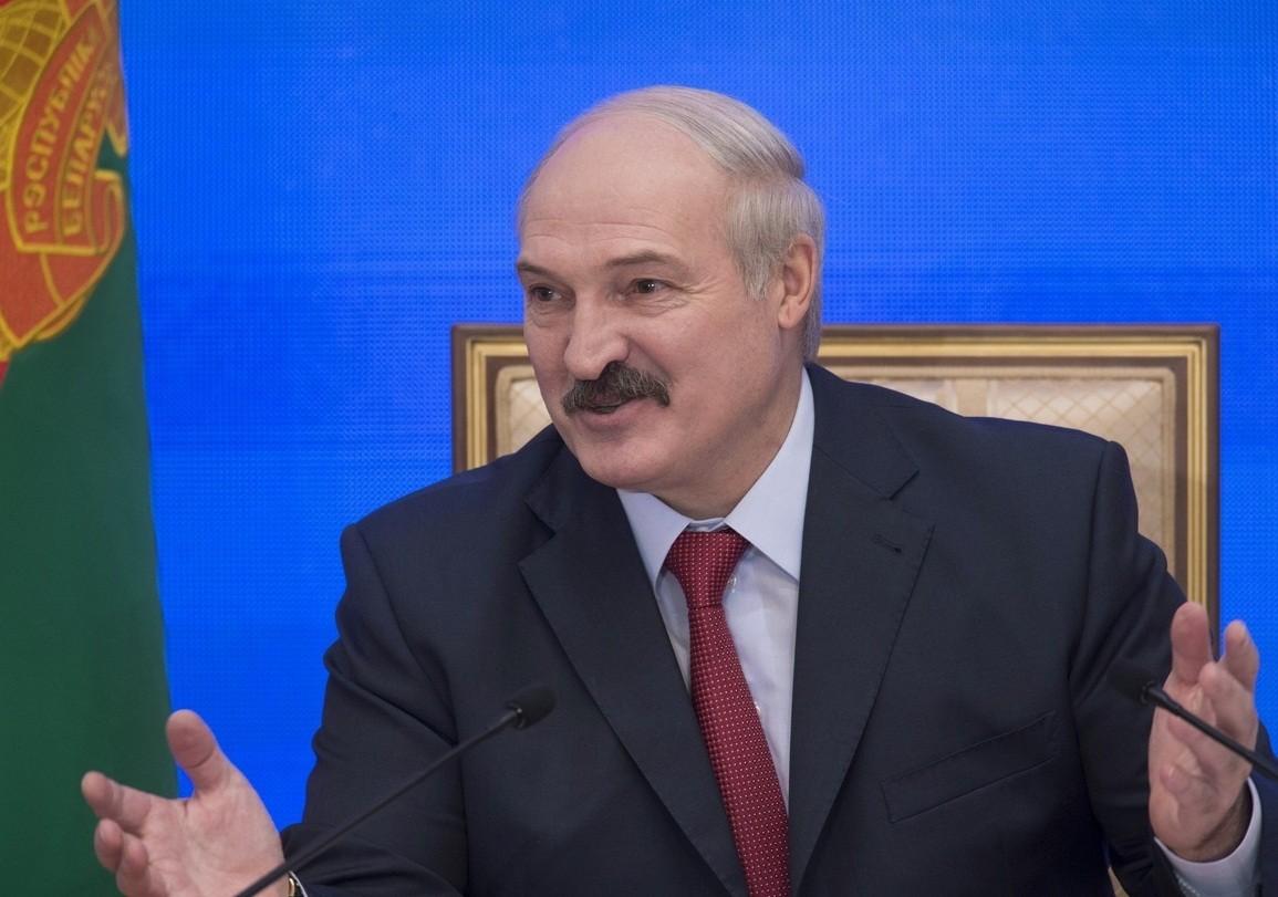 Лукашенко выразил поддержку Асаду с помощью картины