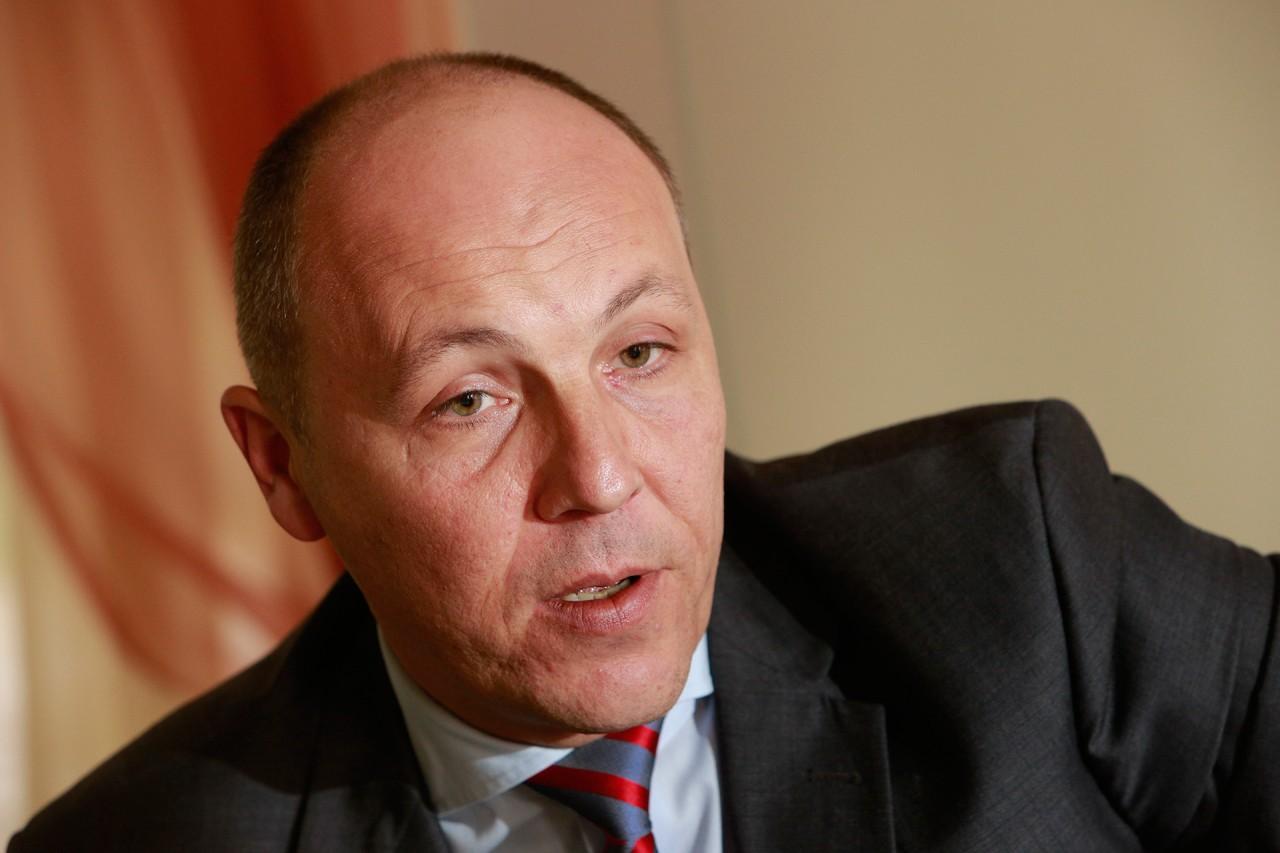 Парубий допустил, что Рада рассмотрит закон о выборах на Донбассе, но за исход голосования не уверен