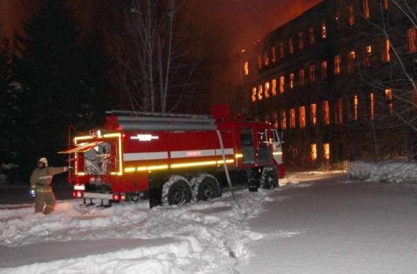 Площадь пожара в бывшем томском училище связи составила 1000 кв.метров