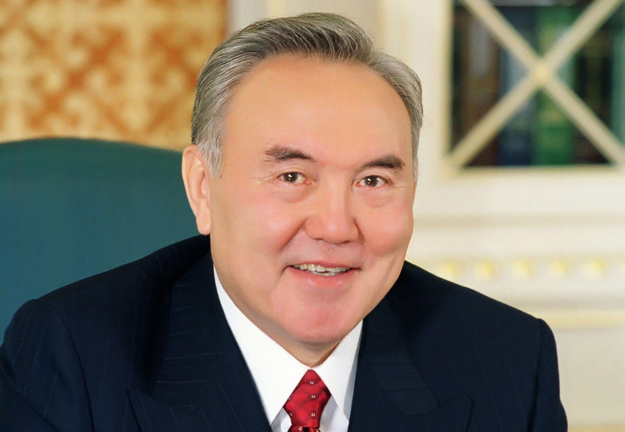 Нурсултан Назарбаев посетил первый Макдоналдс в Казахстане