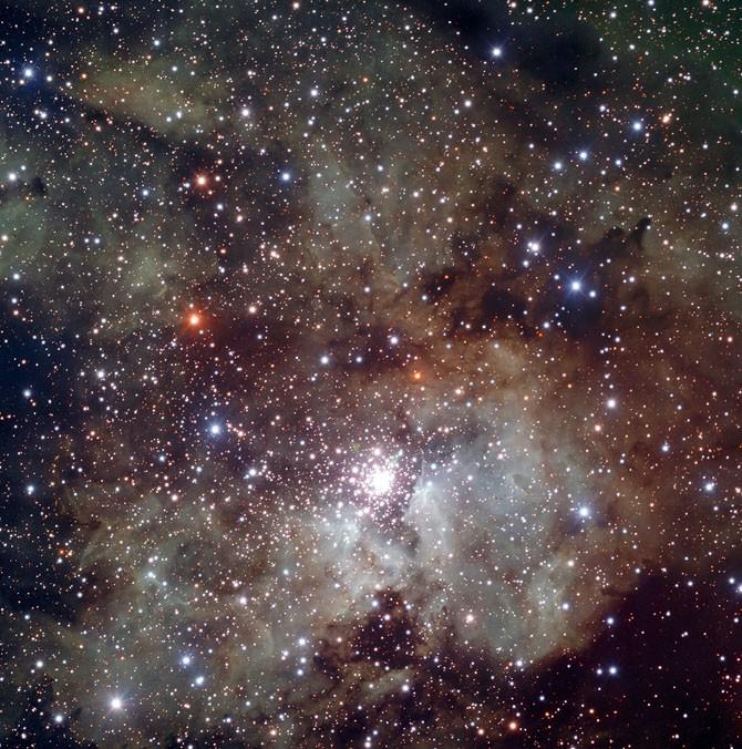 Астрономами сделана фотография самой одинокой галактики в созвездии Кита