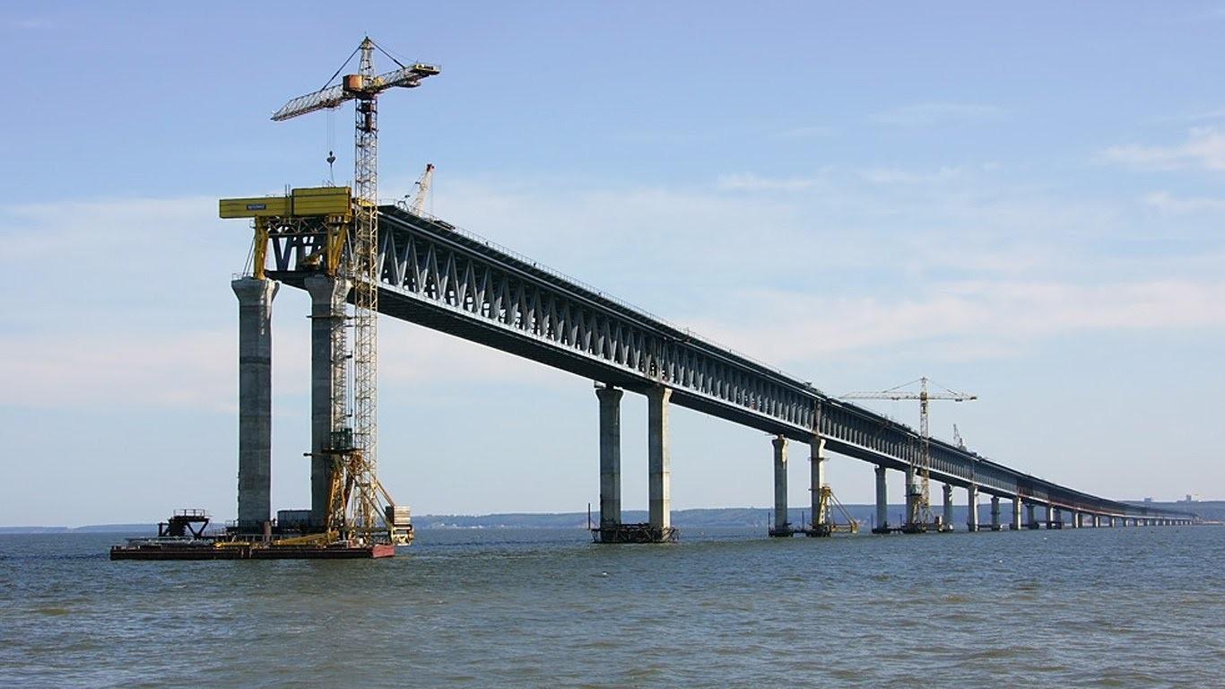 Очередное судно покушалось наопору Керченского моста