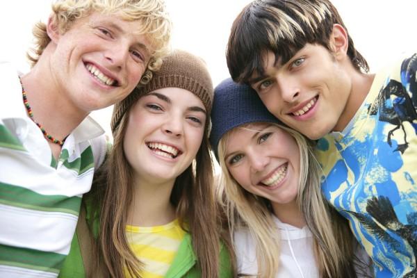 Ученые: общительные подростки меньше курят, употребляют алкоголь и наркотики