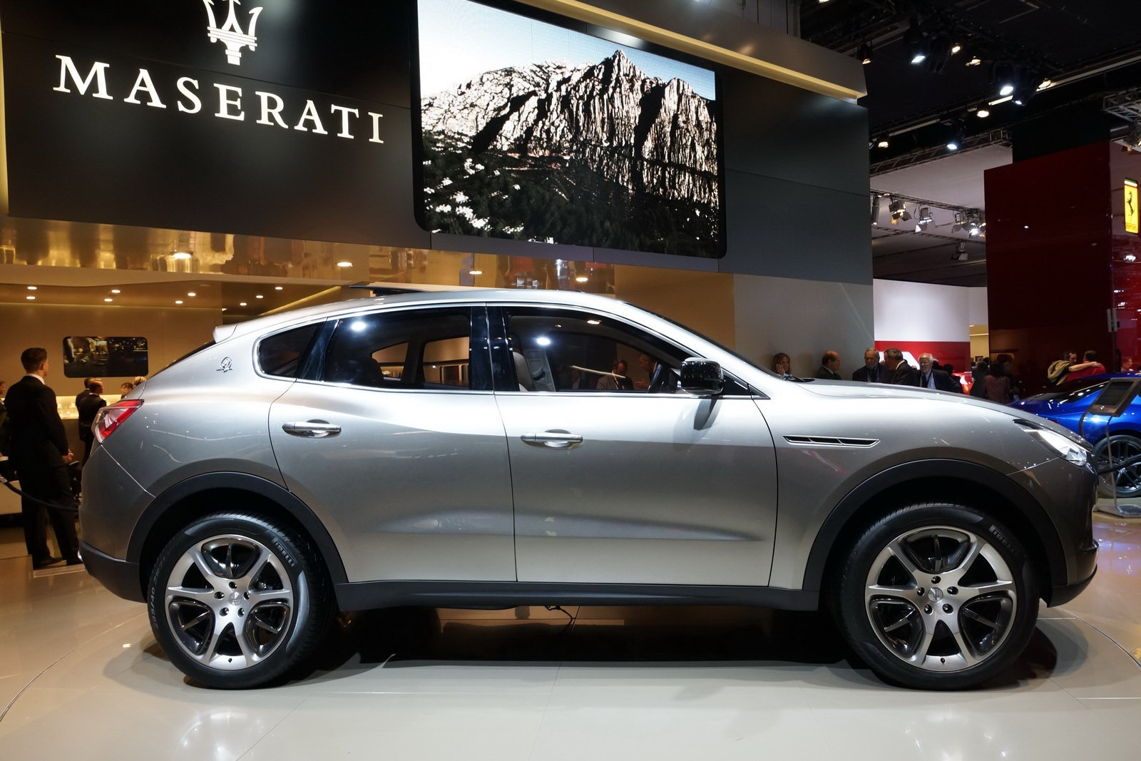 На всеобщее обозрение в сети интернет выставлен новый кроссовер Maserati Kubang
