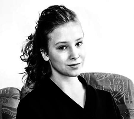 Алена Апина впервый раз показала подросшую дочь
