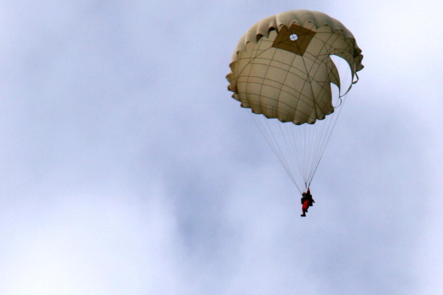 сбрасывали ли саушку на парашюте корзину Главная КАТАЛОГ