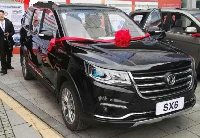 Названа стоимость семиместного кроссовера Dongfeng SX6