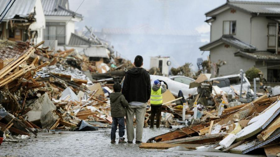 После произошедшего землетрясения в Японии сошел с рельсов скоростной поезд