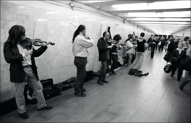В столице выбрали 30 музыкальных исполнителей для легальных выступлений в метро