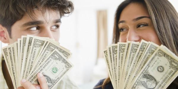 Психологи объяснили, как богатые люди ищут себе пару