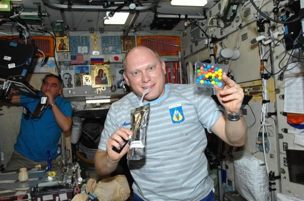 Российский творог заменяет астронавтам на орбите валюту