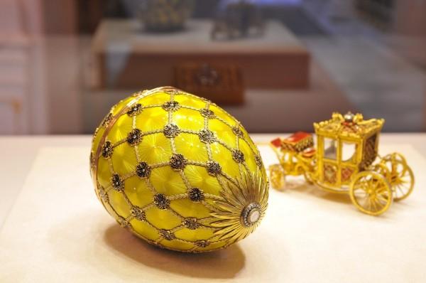 В Пекине проходит выставка яиц Фаберже
