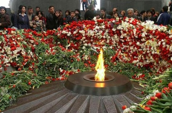 В Нагорном Карабахе и Ереване прошли шествия в память о жертвах геноцида армян