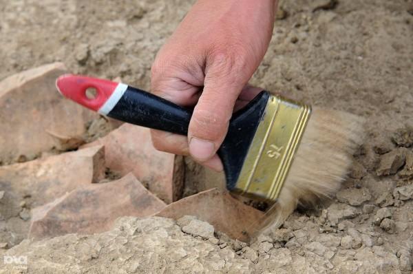 В центре Москвы обнаружены две ценные надгробные плиты XVI века