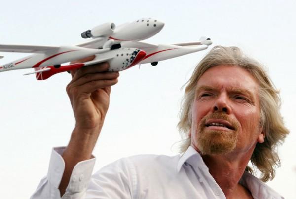 Virgin Galactic планирует отправить в космос первых туристов в 2017 году