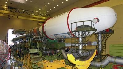 Специалисты приступили к сборке головной части ракеты-носителя «Союз-2.1а»