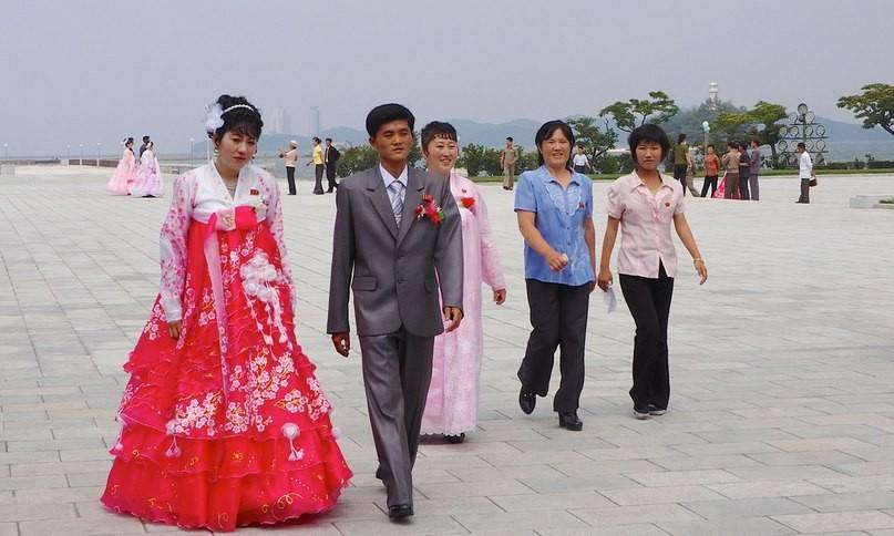 В КНДР временно запретили проводить похороны и свадьбы