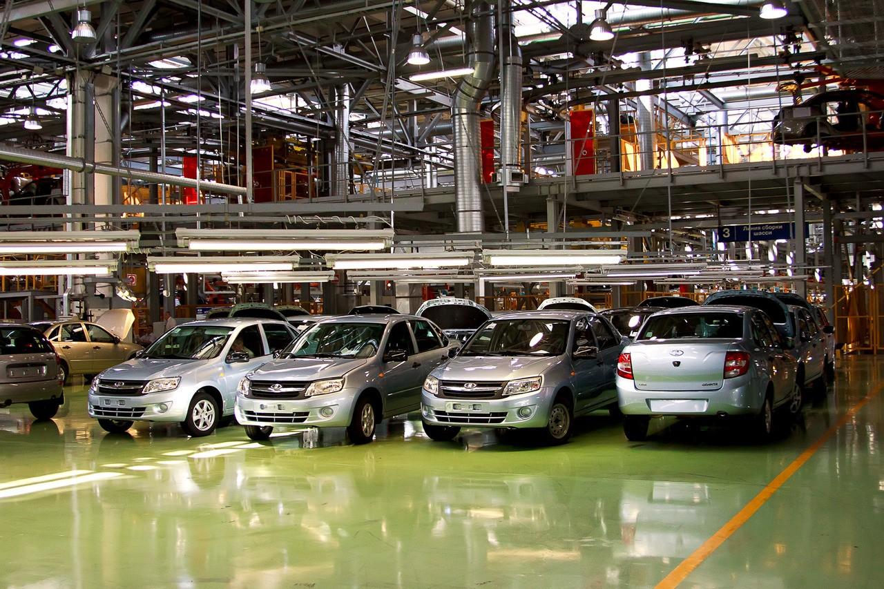 В России впервые за 1,5 года выросли продажи АвтоВаза