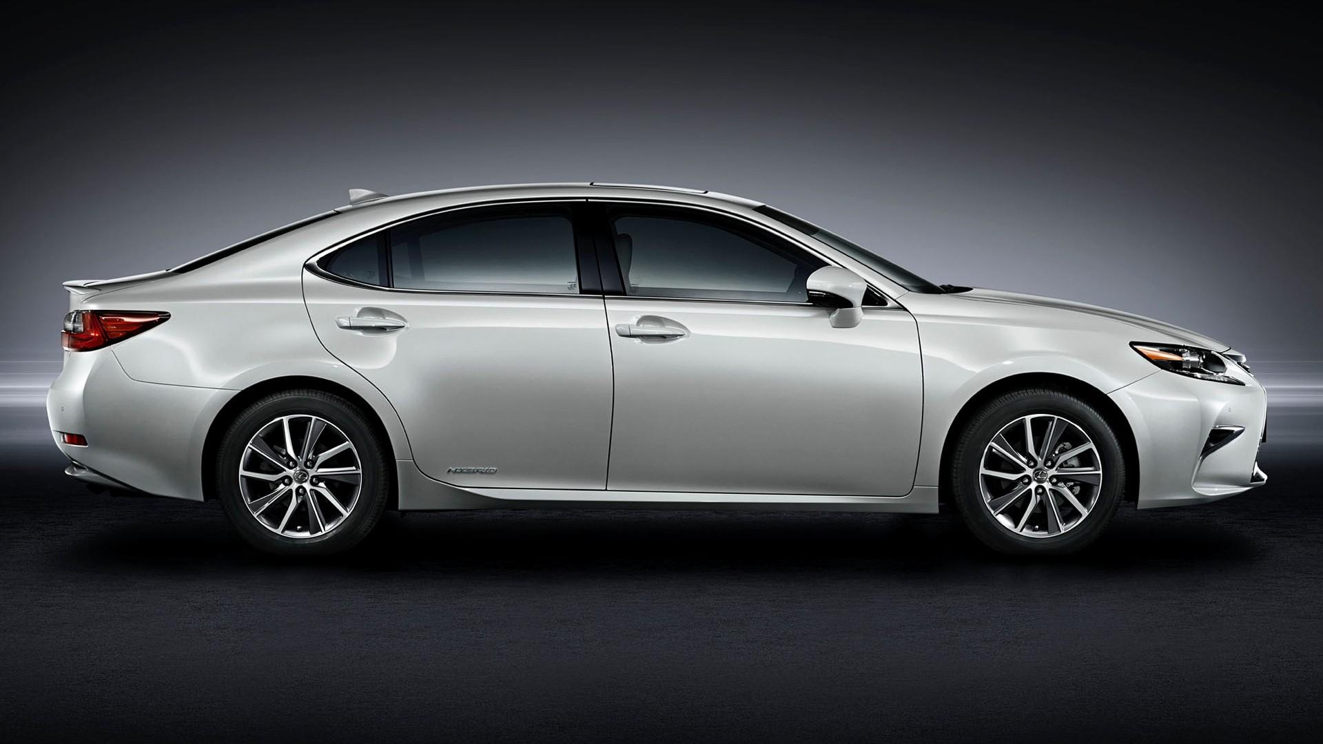 Новый Lexus ES 2018 уже проходит дорожные испытания