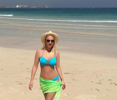 Лера Кудрявцева опубликовала снимок в нежно-голубом бикини