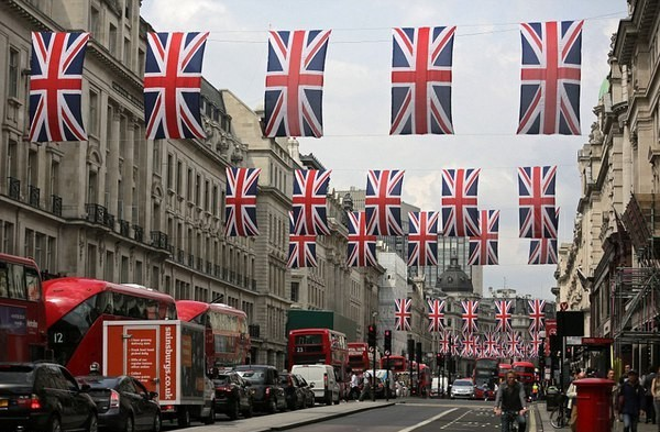 Встолице Англии продолжились празднества послучаю дня рождения королевы