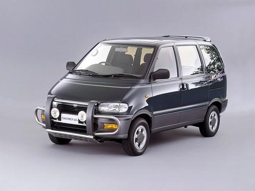 В августе этого года Nissan представит новое поколение минивэнов Serena