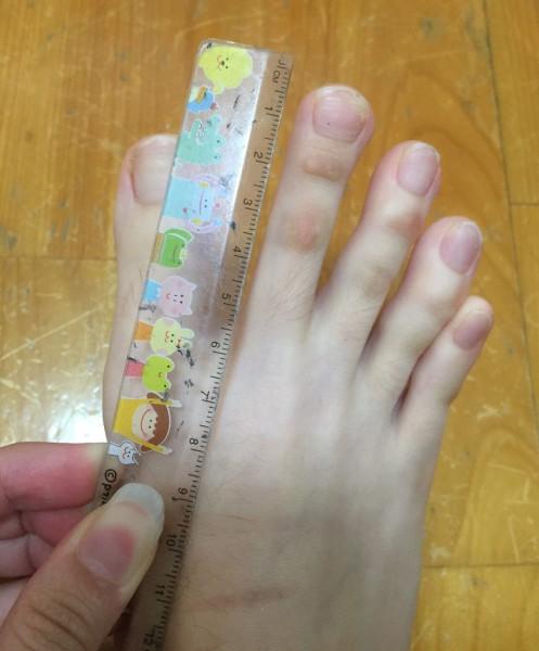 Девушка из Тайваня удивила сеть своими очень длинными пальцами ног