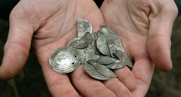 Клад монет и украшений нашли в Эстонии