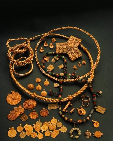 В Дании нашли крупнейший клад в истории викингов