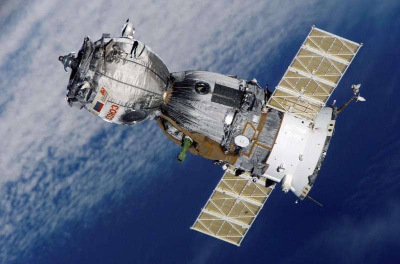 Три члена экипажа МКС перешли на «Союз ТМА-19М» для возвращения домой