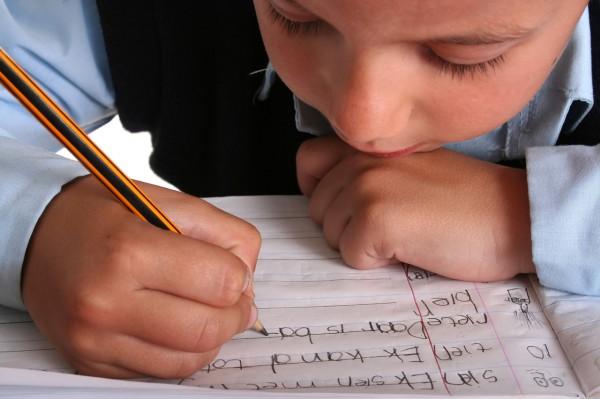 Ученые: Набор текста на клавиатуре не может заменить навык письма