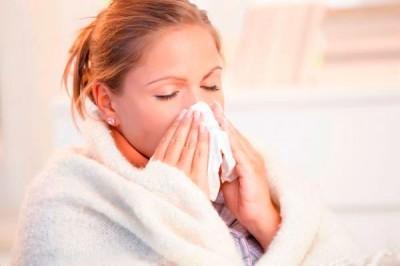 Медики рассказали, как распространяются микробы при чихании