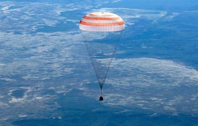 """В """"Роскосмосе"""" показали вид из капсулы космонавта"""