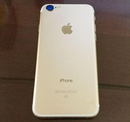 Вглобальной паутине появилось настоящее фото будущего iPhone 7