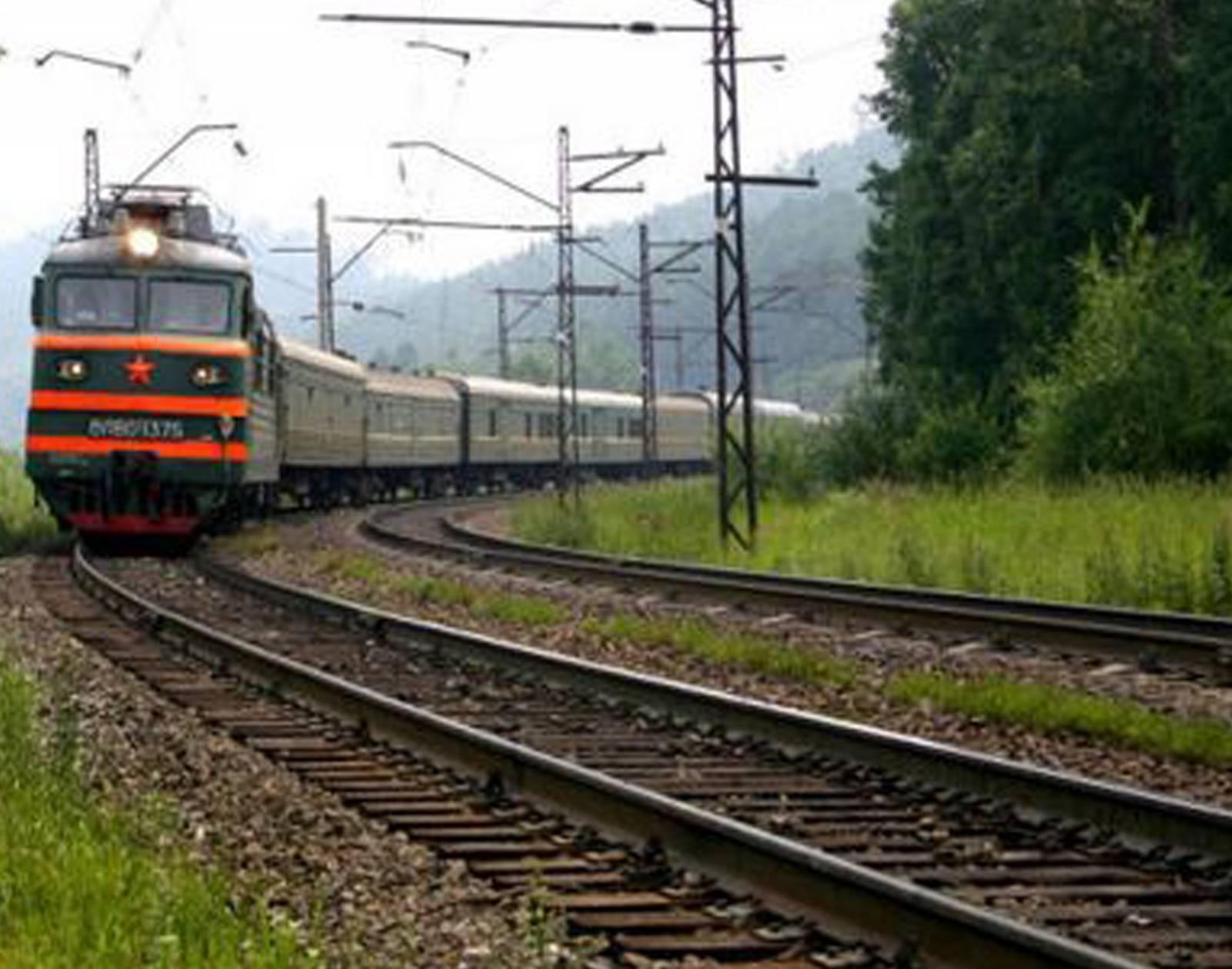 ВУлан-Удэ поезд снес голову женщине, занимавшейся сексом напутях