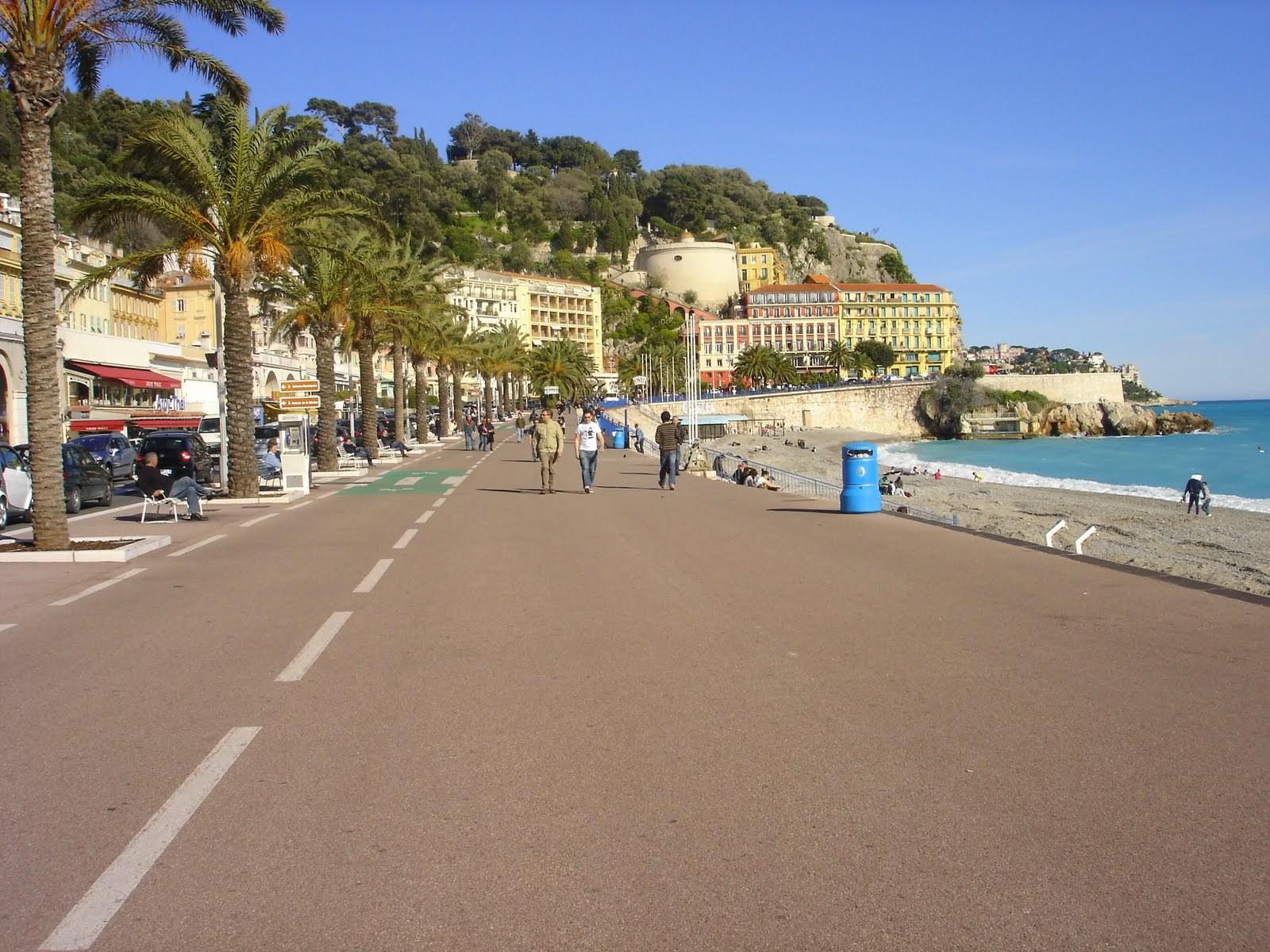 После теракта в Ницце власти перекрыли пляжи и Английскую набережную