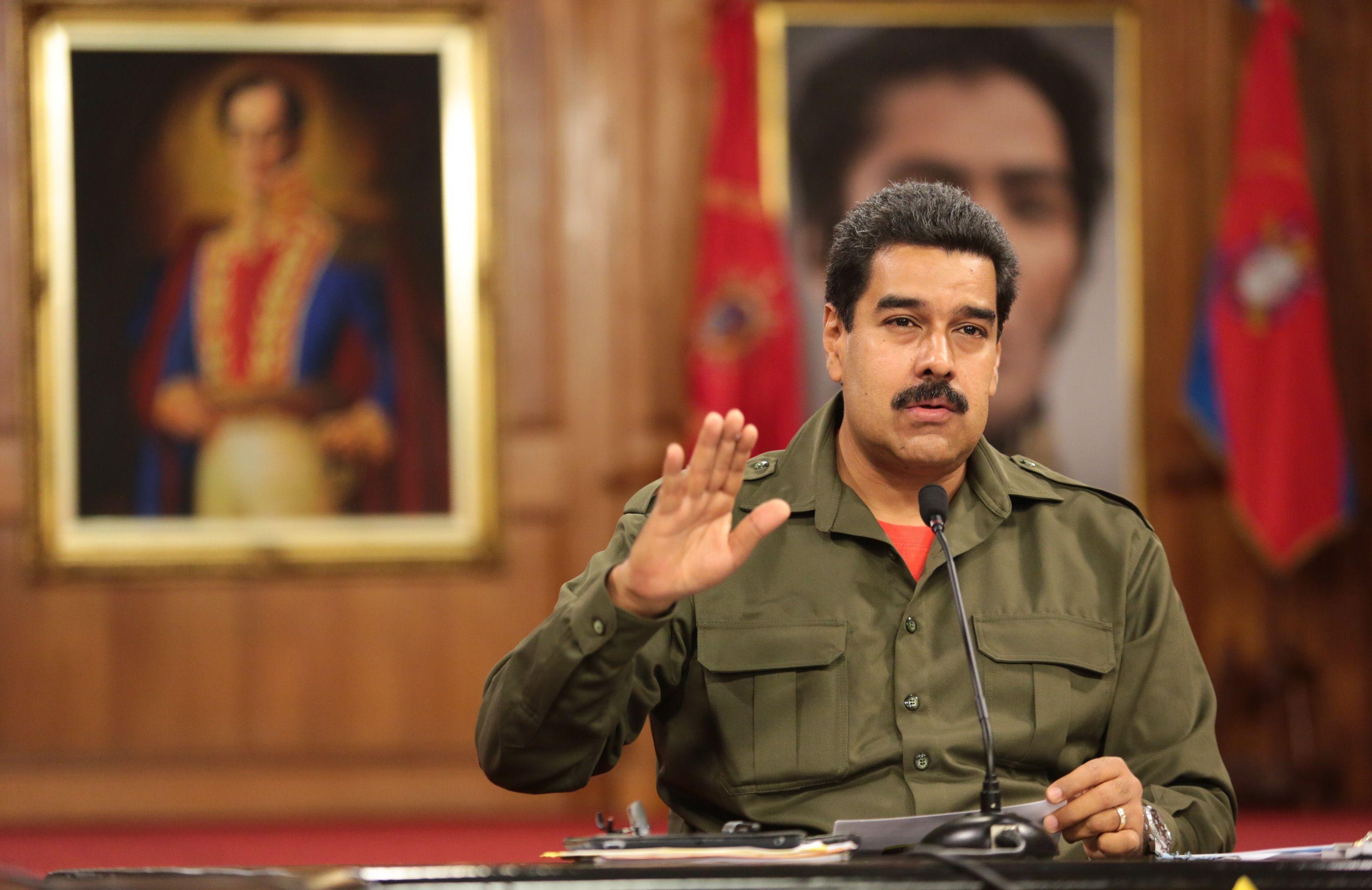 Десятки тыс. граждан Венесуэлы направились запродуктами вКолумбию