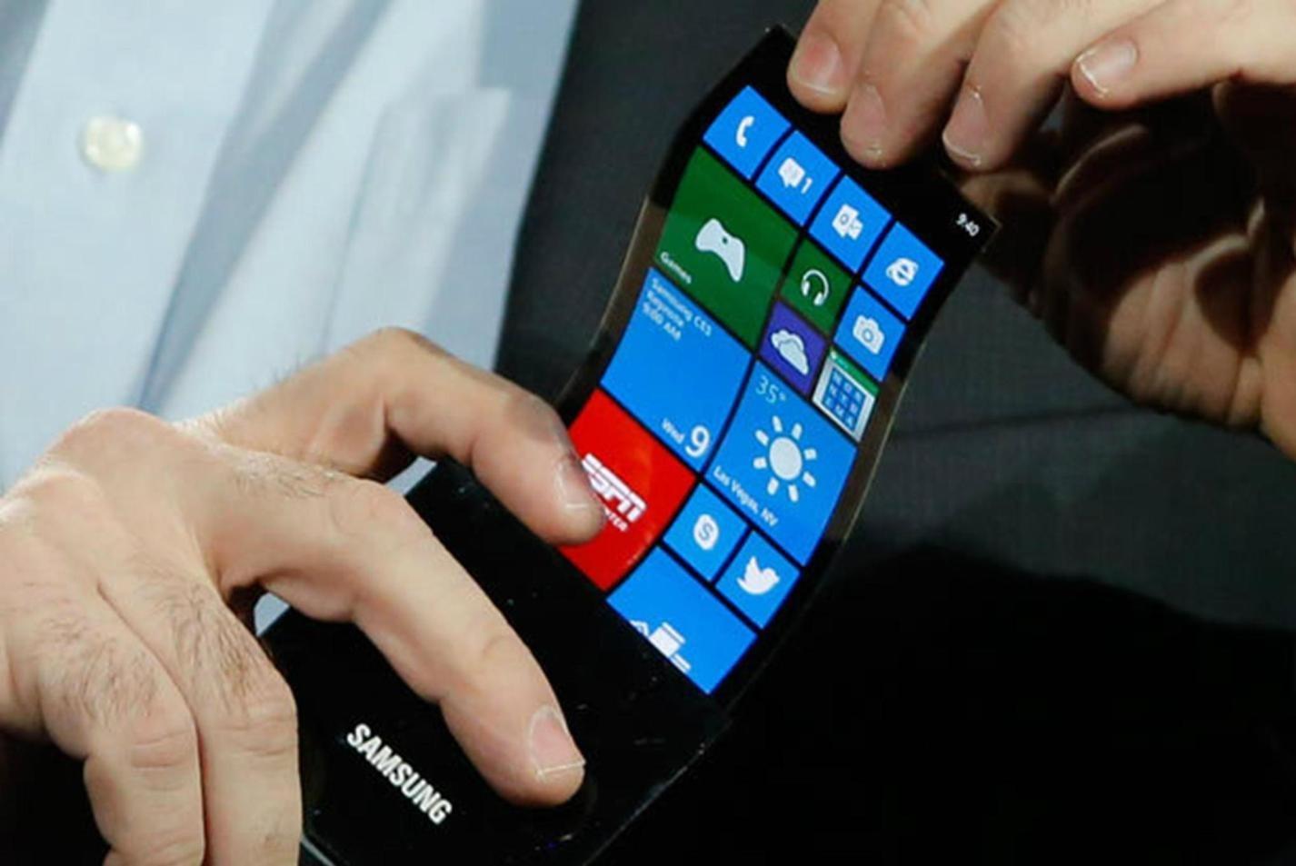 Самсунг исгибает, искладывает свои мобильные телефоны