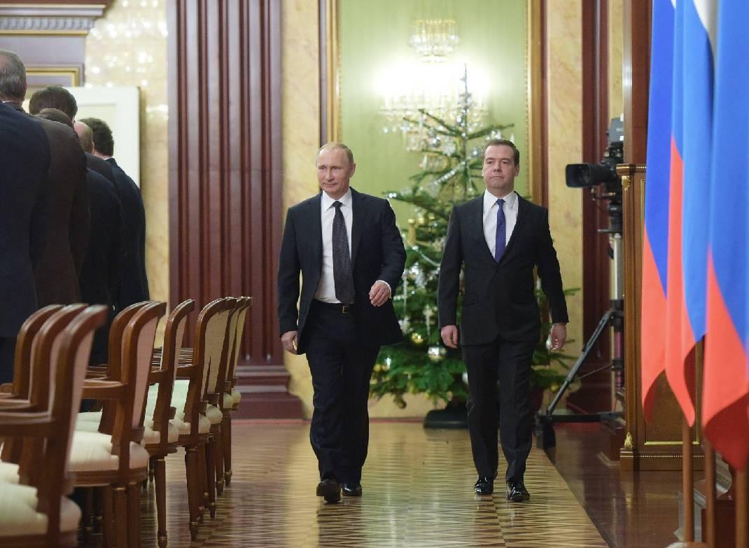 Путин и Медведев обсудили меры по укреплению рубля