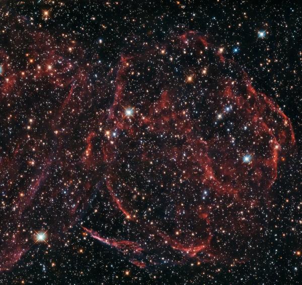 """""""Hubble"""" получил снимки умершей в соседней галактике звезды"""