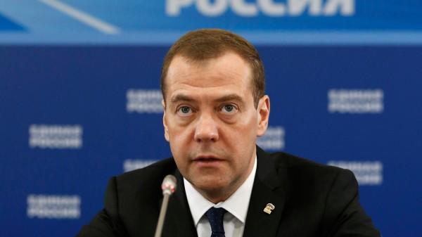 Медведев призвал единороссов говорить людям только правду