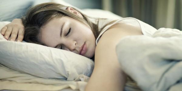 Учёные доказали, что летом человеку не хватает времени для сна