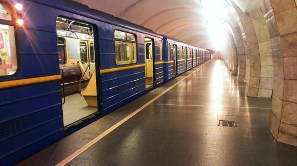 На двух станциях метро Москвы раздали воду из-за высокой температуры