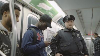 В Нью-Йорке засняли играющих в Pokemon Go полицейских