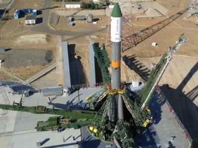 Ракету «Союз-У» установили на стартовую площадку Байконура